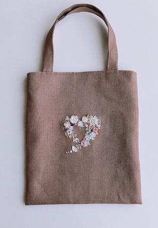 リボン刺繍のハートバッグ