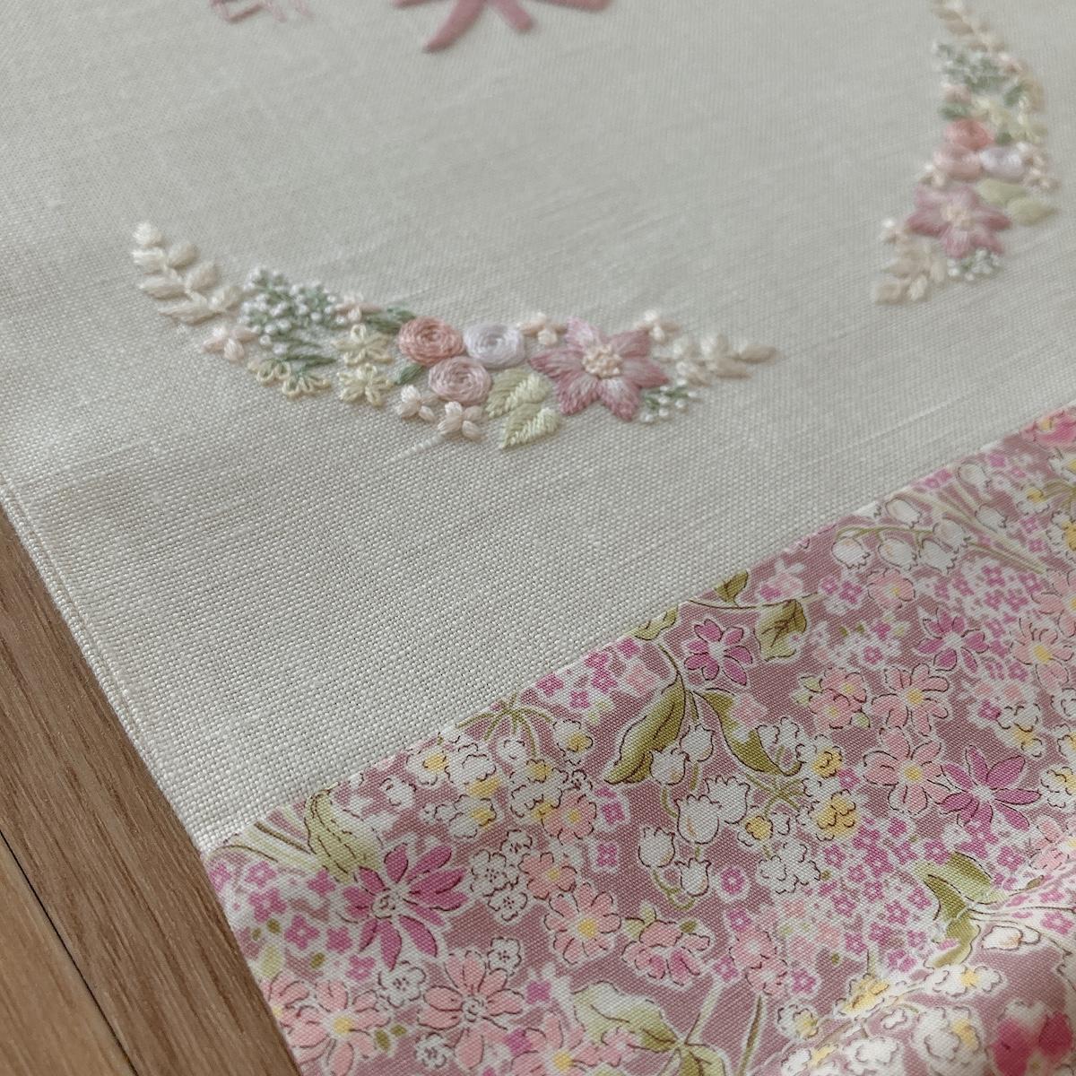 小花の刺繍ピンク
